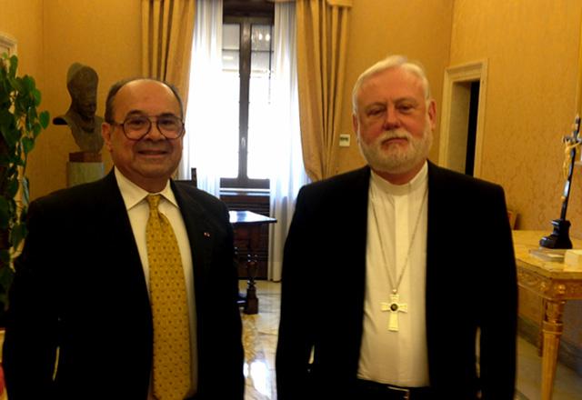 Hiram Gaviria se reúne con Canciller del Vaticano