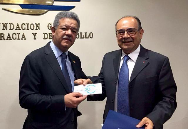 Encuentro Hiriam Gaviria con ex presidente dominicano Leonel
